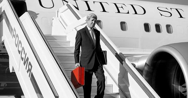 Кэрри с красным чемоданом