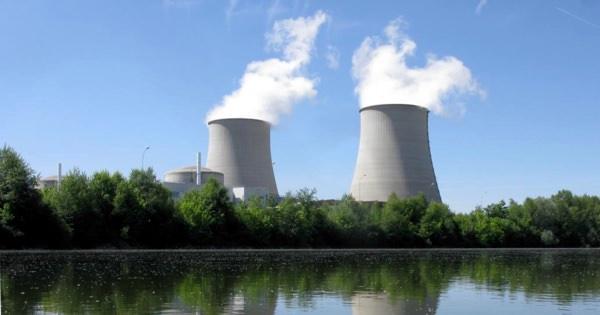 Атомная электростанция и цены на нефть