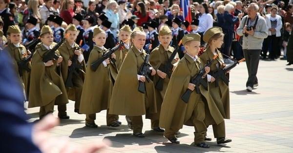 дети в военной форме 9 мая