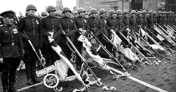Парад победы, фашистские знамёна